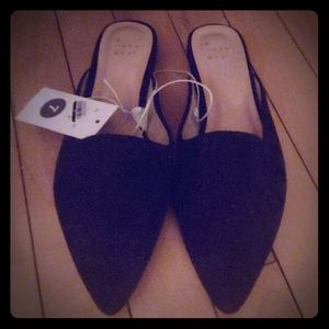 NWT WOMAN'S SIZE 7 FAUX BLACK SUEDE FLATS